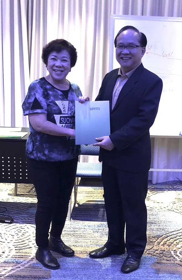 Ms Rhena Tan (Purchasing Consultant) receiving her certificate