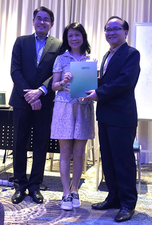 Ms Susan Tan (Director of Purchasing at Four Seasons Hotel) receiving her certificate