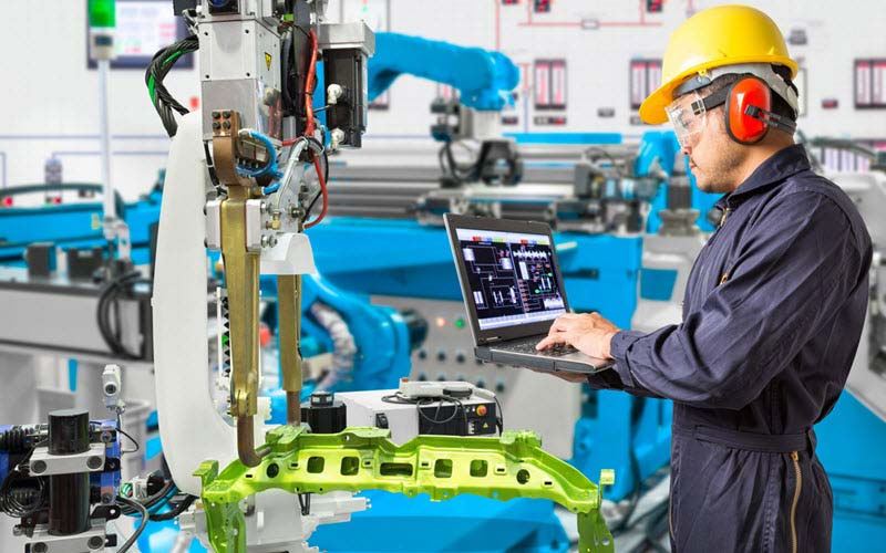 Engineer conducting automation in manufacturing industry - SIPMM